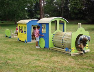Petit train pour aire de jeux acodis tous les jeux de plein air petit train locomotives wagons - Juegos de jardin para nios madera ...