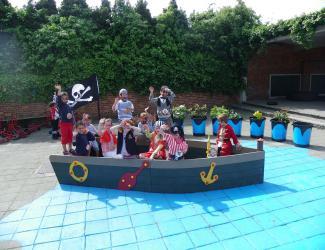 bateau pirate grand gp14 plastique recycle govaplast 1/12 ans
