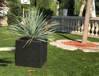 tabouret / jardiniere cube maternelle