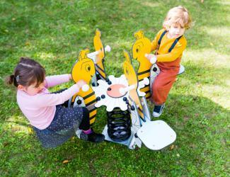 jeu sur ressort abeille 4 places 2/7 ans