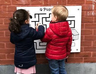 labyrinthe puppy mural ludique - à partir de 3 ans