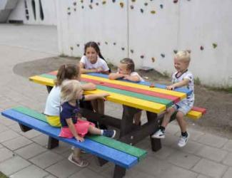 table pique nique gp16 multicolore en plastique recycle maternelle